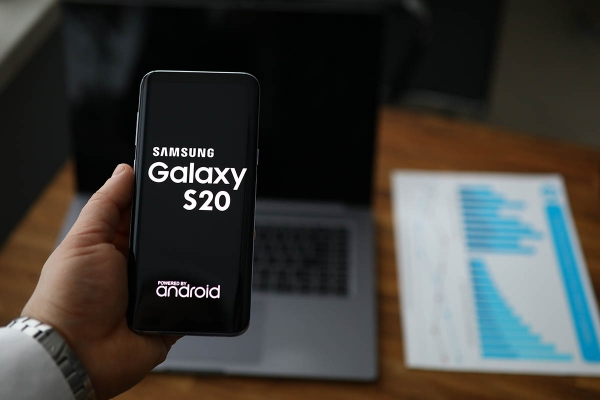 Blockchain Game Firm Releases Samsung Phone Featuring a Crypto Wallet